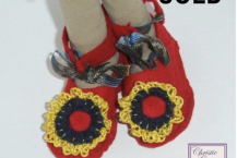 Red ankle shoes with crocheted blossom